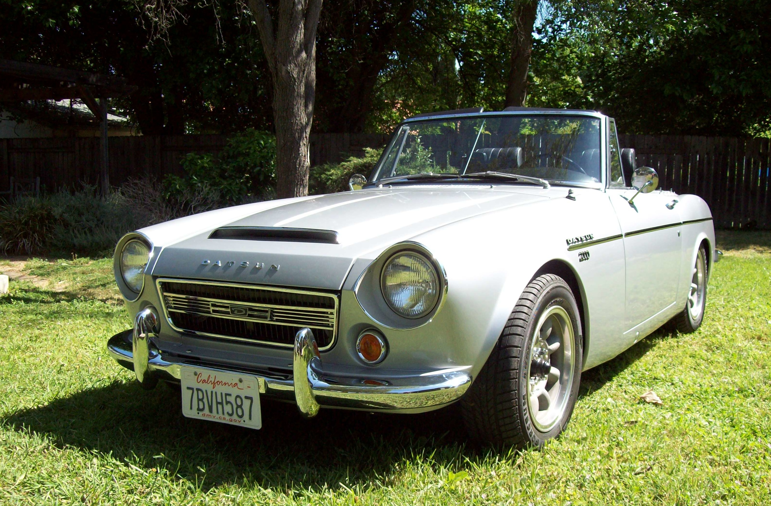z car blog post topic silver beauty 1967 datsun 2000 roadster for sale. Black Bedroom Furniture Sets. Home Design Ideas